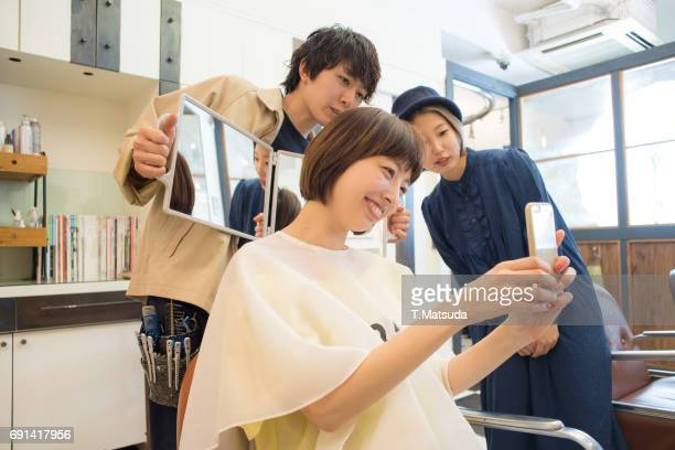 watch the finish happily in the beauty salon - customer focused stock pictures, royalty-free photos & images