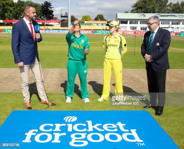Watched by match referee David Jukes Sana Mir of Pakistan and Rachael Haynes of Australia take part in the coin toss before The ICC Women's World Cup...