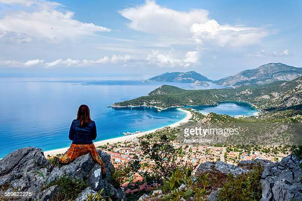 watching oludeniz from lycian way - turquie photos et images de collection