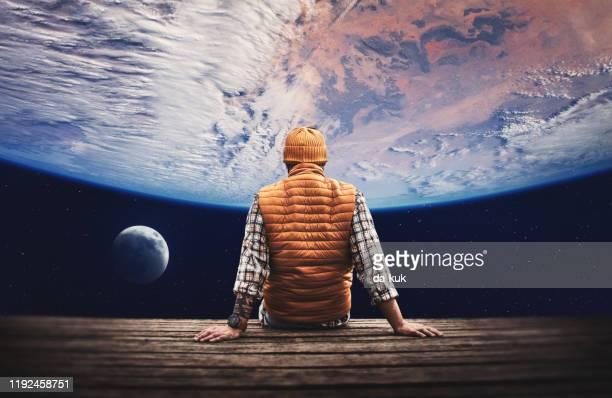 宇宙から惑星の地球と月を見る - 宇宙探検 ストックフォトと画像