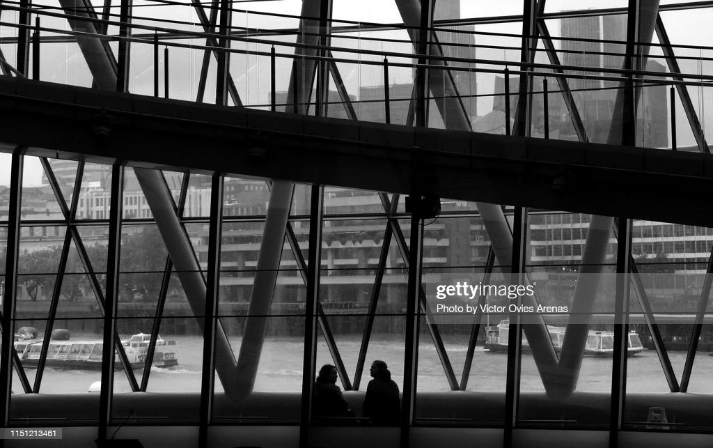 Watching river Thames from the Interior of the City Hall, London, : Foto de stock