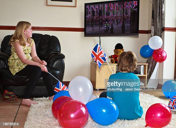watching royal wedding - s0ulsurfing stock pictures, royalty-free photos & images