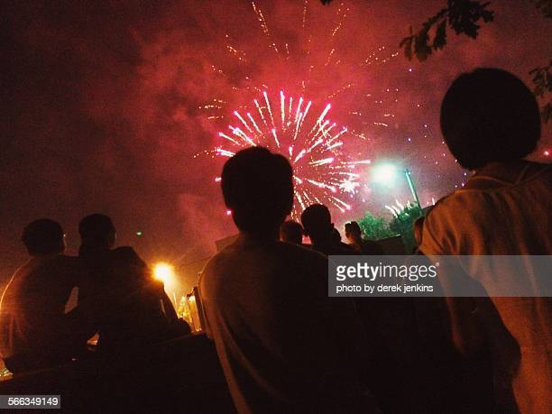 watching the 4th - columbia missouri stock pictures, royalty-free photos & images