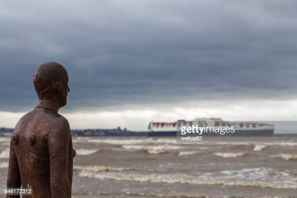 watching the container ship - antony gormley stock pictures, royalty-free photos & images