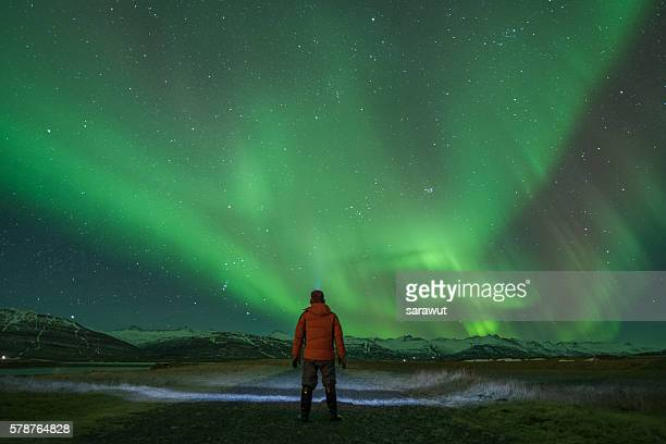 watching the northern lights - poolklimaat stockfoto's en -beelden