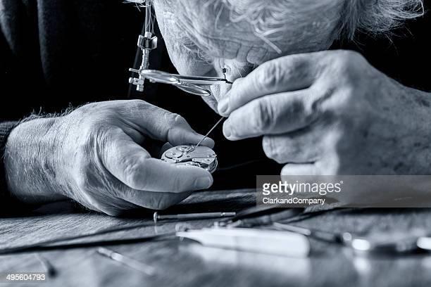 Watchmaker in schwarz und weiß