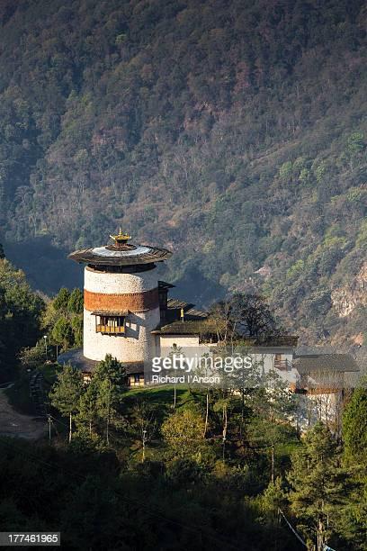 watchtower housing tower of trongsa museum - trongsa district stockfoto's en -beelden