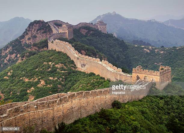 watchtowers along great wall of china - great wall of china stock pictures, royalty-free photos & images