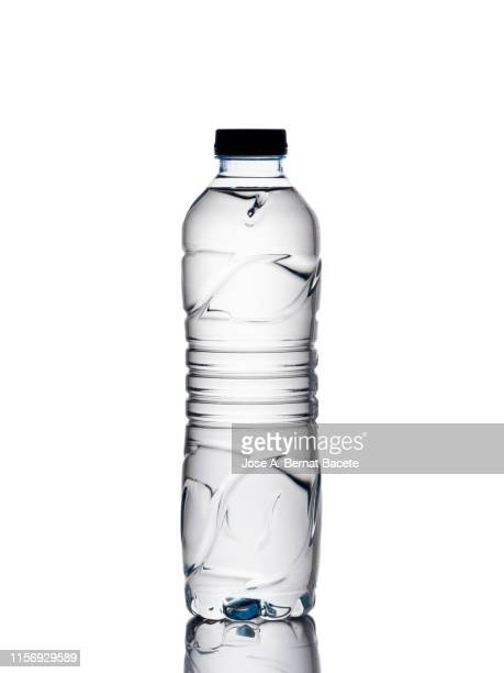 water bottle of transparent plastic on a white background. - 使い捨て製品 ストックフォトと画像