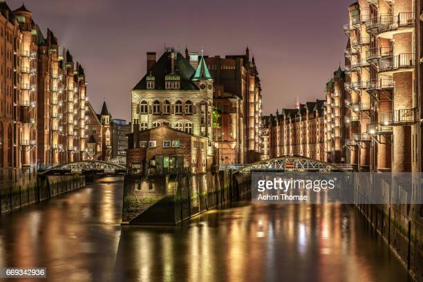 water castle, hamburg, germany, europe - nacht stock pictures, royalty-free photos & images