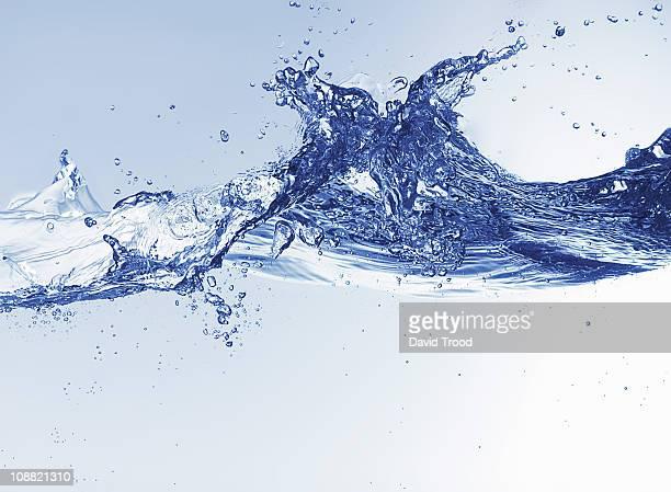 water close up - splash fotografías e imágenes de stock