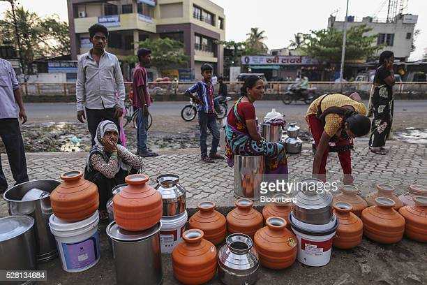 Water commuters wait in line to fill containers at the Vivekananda Chowk water tank in Latur, Maharashtra, India, on Saturday, April 16, 2016....