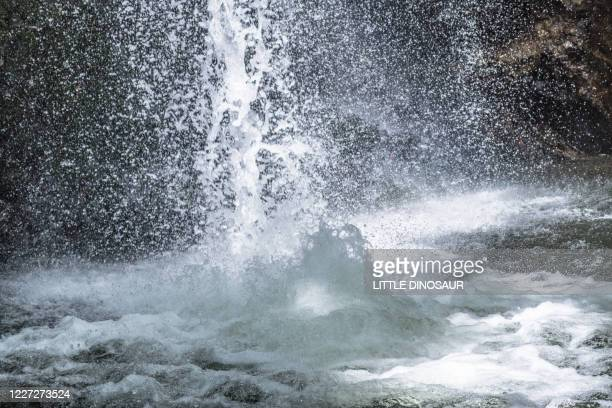 water falling and splashes - 自然 ストックフォトと画像