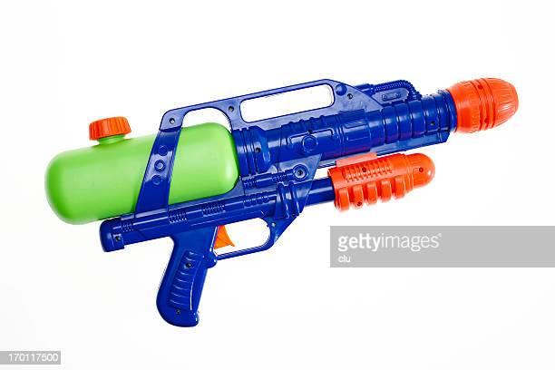 Pistolet à eau sur blanc