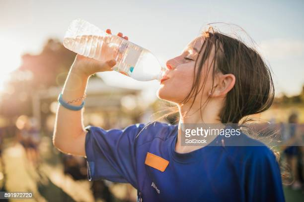 water is the fuel for exercise! - bere foto e immagini stock