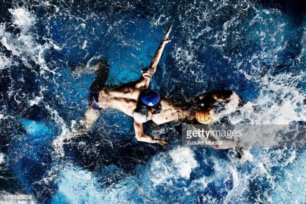 water polo players - waterpolo fotografías e imágenes de stock