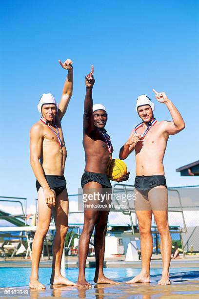 water polo players with medals - médaille d'or photos et images de collection