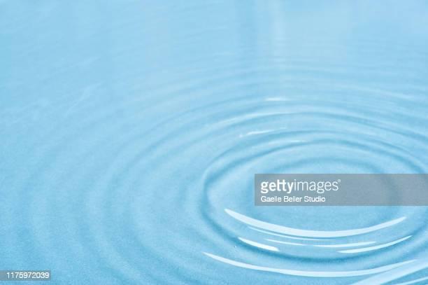 water ripples - wasseroberfläche stock-fotos und bilder