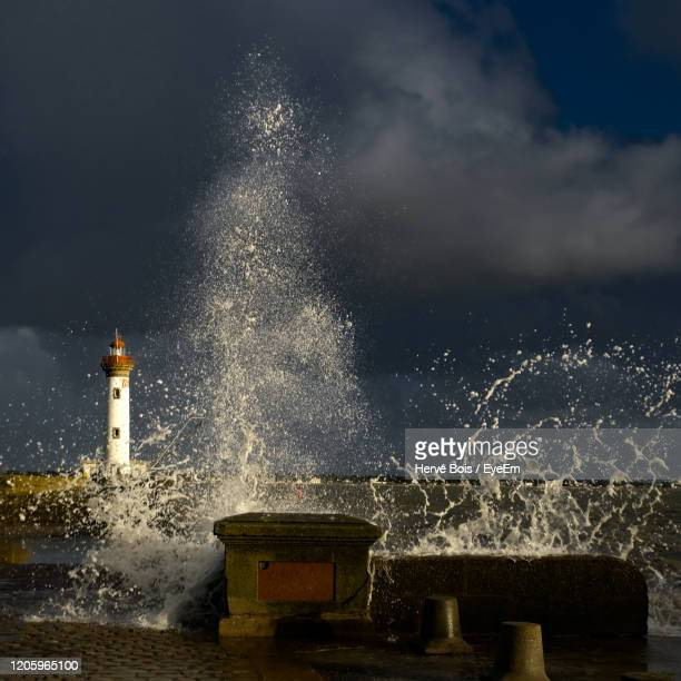 water splashing in sea against sky at night - france strike stock pictures, royalty-free photos & images