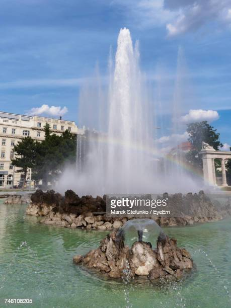 water splashing on fountain - marek stefunko stock pictures, royalty-free photos & images