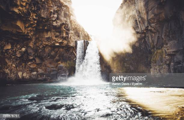 water splashing on rocks against sky - corvallis stock pictures, royalty-free photos & images