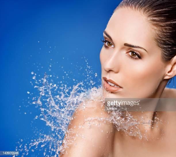 Wasser planschen auf sinnliche model