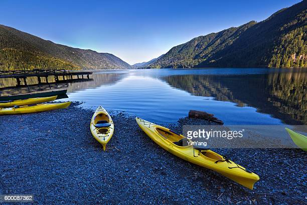 water sport kayak at lake crescent olympic national park - noroeste do pacífico imagens e fotografias de stock