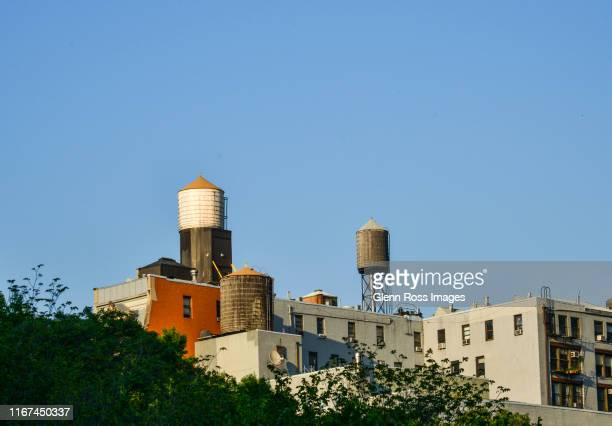 water tanks new york - water tower storage tank stock pictures, royalty-free photos & images