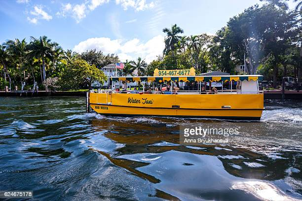 water taxi in fort lauderdale, usa - schiffstaxi stock-fotos und bilder