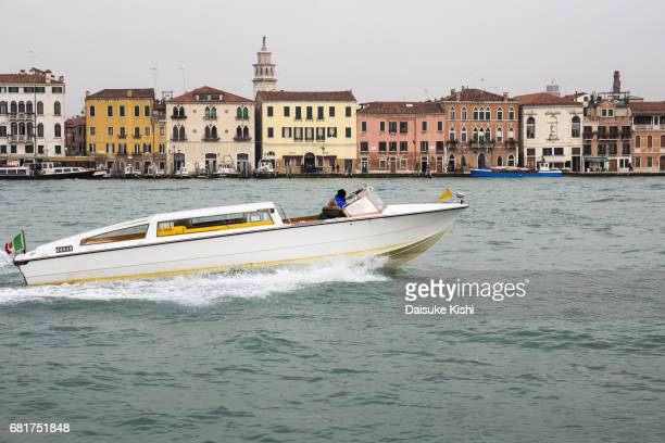 a water taxi in venice - 船舶 stock pictures, royalty-free photos & images