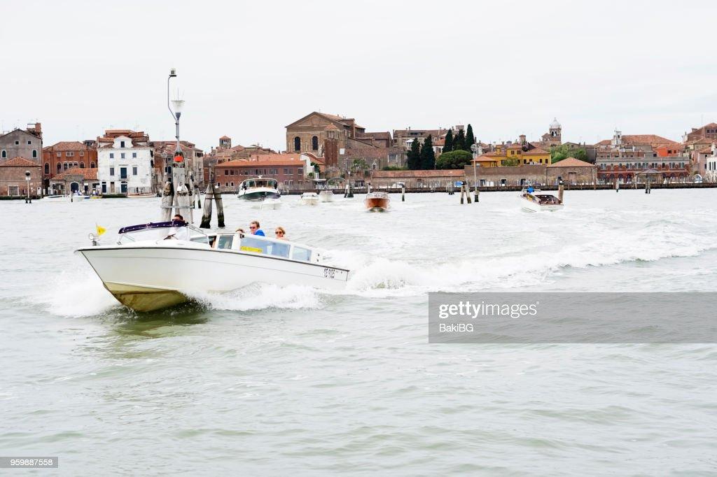 Wassertaxi in Venedig : Stock-Foto