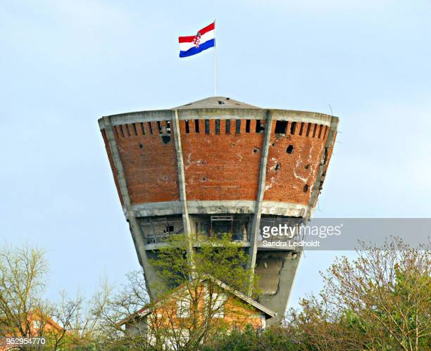 water tower of vukovar, croatia - vukovar war stock photos and pictures