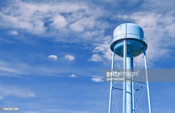 water tower with wispy clouds in sky behind - water tower storage tank stock pictures, royalty-free photos & images