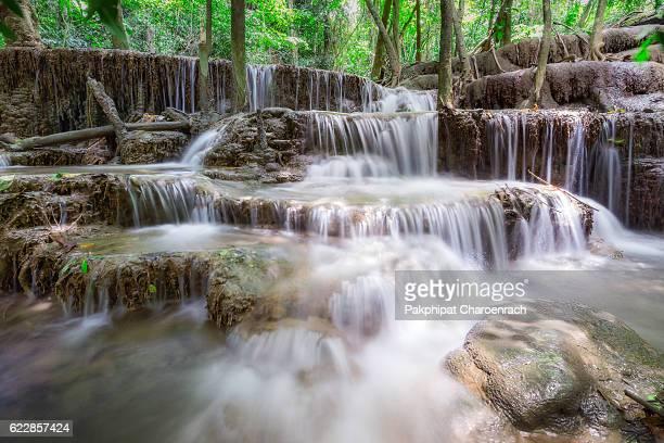 waterfall in deep rain forest jungle (huay mae kamin waterfall in kanchanaburi province, thailand) - カンチャナブリ県 ストックフォトと画像
