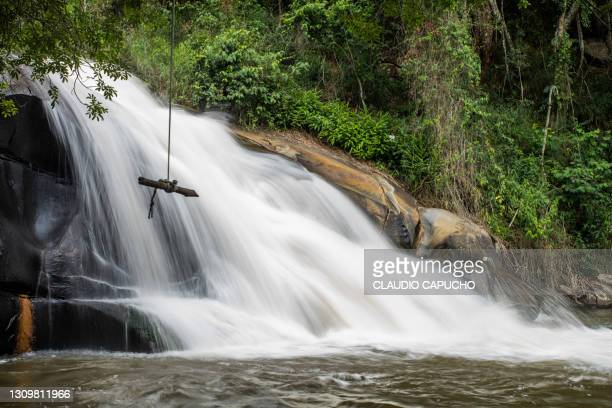 waterfall in mantiqueira mountain - claudio capucho stock pictures, royalty-free photos & images
