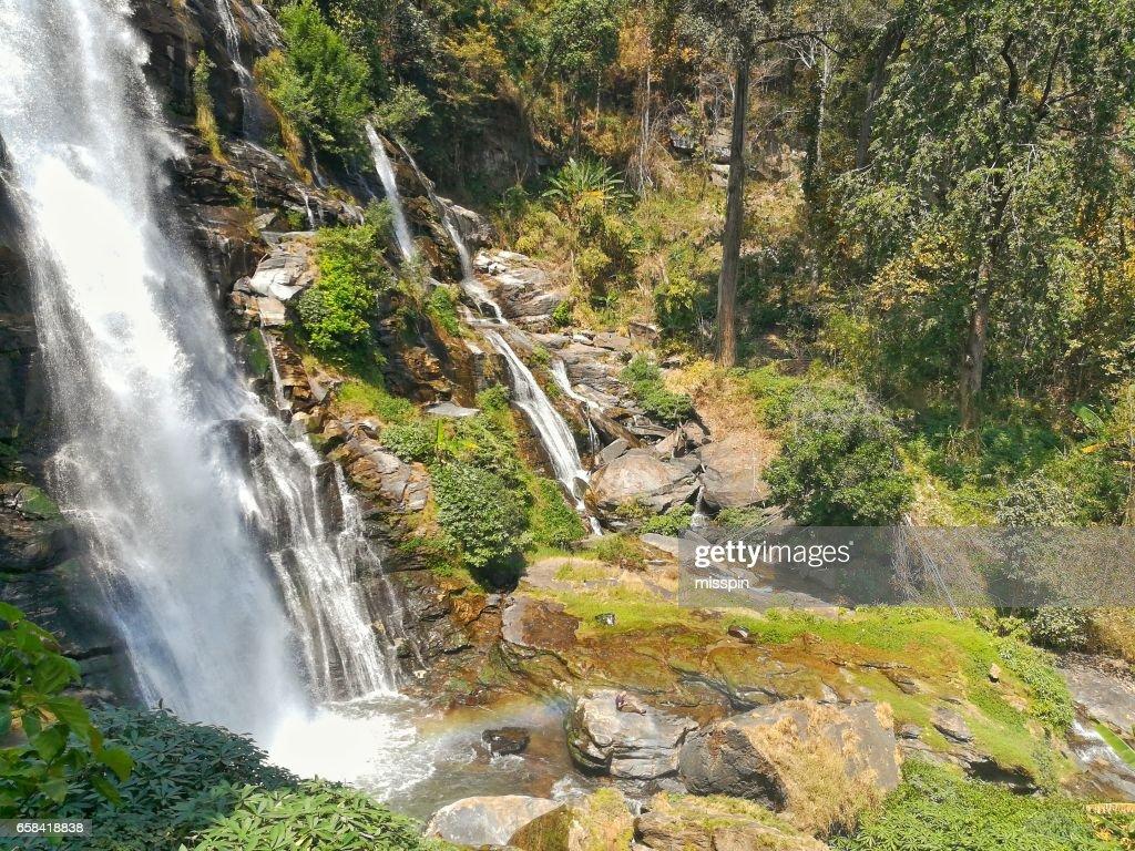 Waterval In Tropisch Regenwoud Thailand Wachirathan Waterval