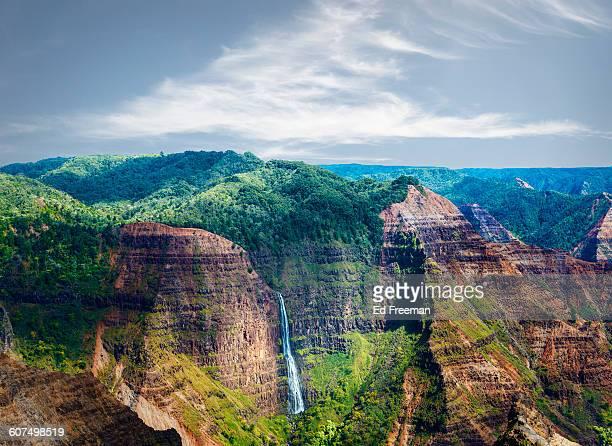 waterfall n waimea canyon, hawaii - waimea canyon stock pictures, royalty-free photos & images