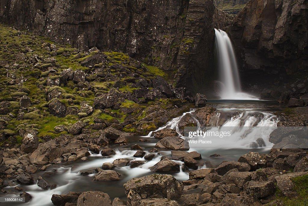 Wasserfall in der Nähe von Egilstadir : Stock-Foto