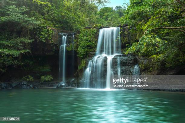 waterfall (klong chao) on koh kood island - wasserfall stock-fotos und bilder