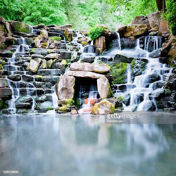 wasserfall - virginia water england stock-fotos und bilder