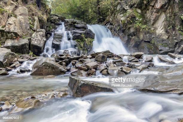 waterfall - agua descendente fotografías e imágenes de stock