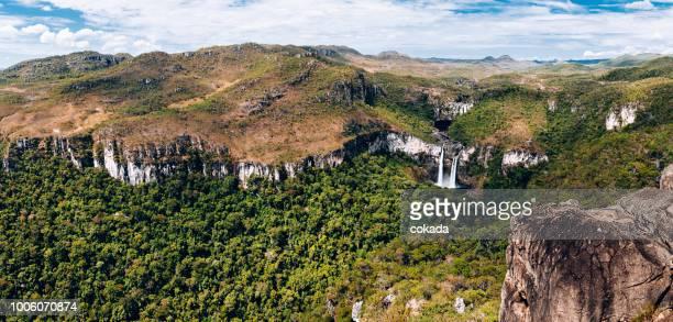 滝 saltos リオ ・ プレト-ヴェアデイロス平原-ゴイアス州 - ゴイアス州 ストックフォトと画像