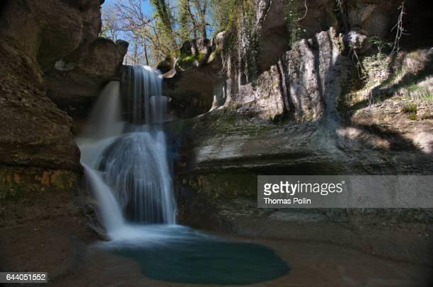 waterfall through pierced limestone rock - ain bildbanksfoton och bilder
