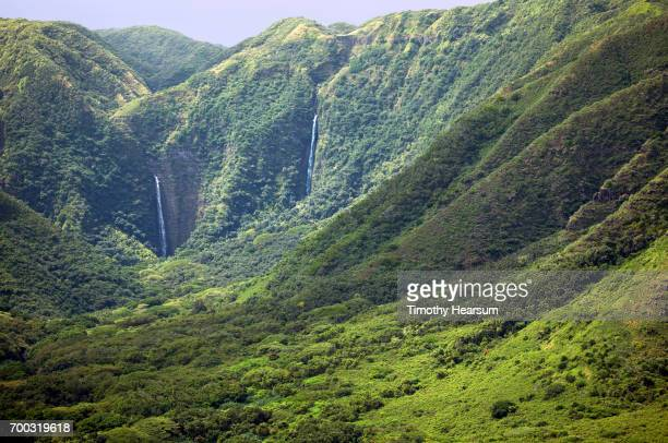 waterfalls in a classic tropical landscape - timothy hearsum stock-fotos und bilder