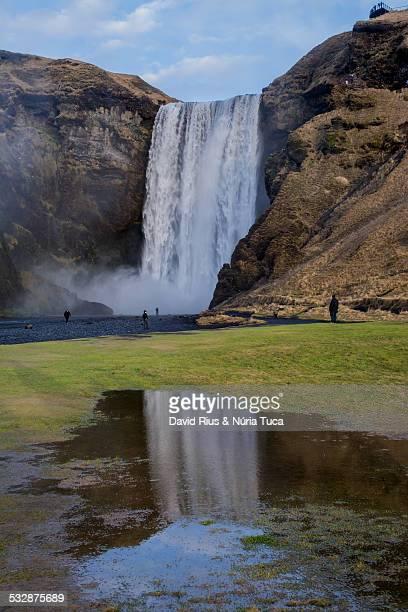 waterfalls in iceland - fimmvorduhals volcano stockfoto's en -beelden