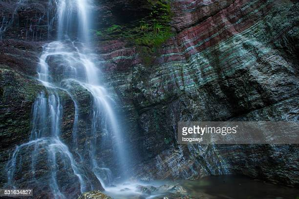 waterfalls with banded appearance - isogawyi stock pictures, royalty-free photos & images