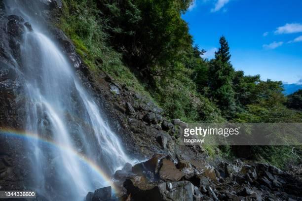 waterfalls with rainbow in a summer mountain - isogawyi - fotografias e filmes do acervo