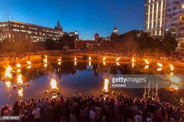 waterfire 、屋外のアートイベントにロードアイランド州プロヴィデンス - ロードアイランド州プロビデンス ストックフォトと画像