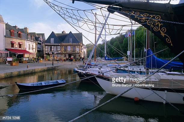 Waterfront and port area of Saint Goustan (St. Goustan), town of Auray, Golfe du Morbihan (Gulf of Morbihan), Brittany, France, Europe