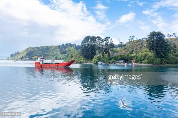 beira-mar e a rua vista em puerto montt, chile - puerto montt - fotografias e filmes do acervo